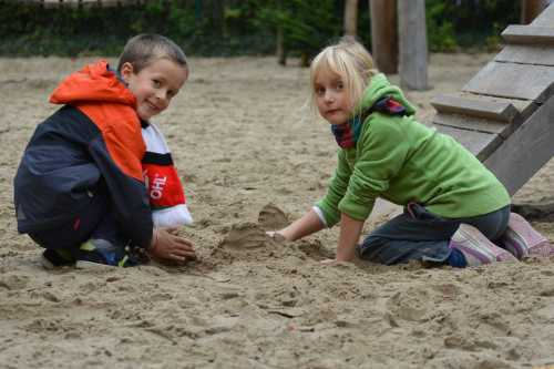 how to keep spiders out of the sandbox