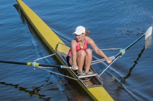 close up view of a single sculler